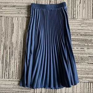 H&M   Blue Pleated Midi Skirt size 0